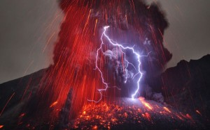 volcano-lightning-on-Sakurajima-volcano
