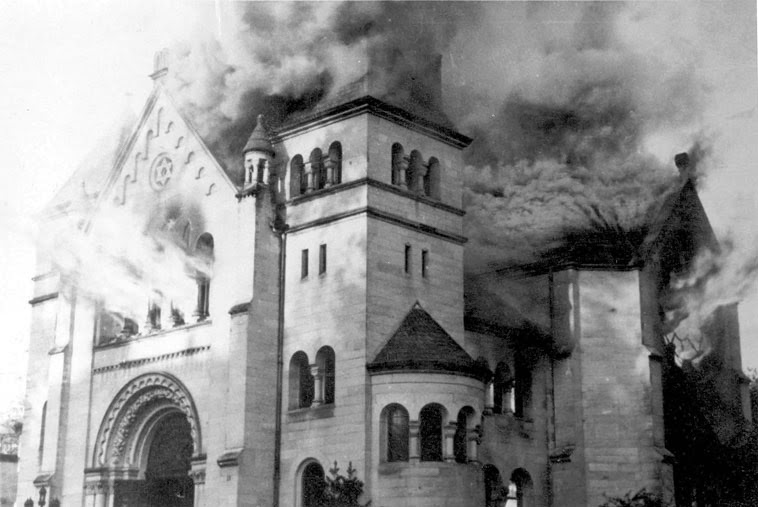 fa9ca-ktistallnacht-synag-burnsphoto03